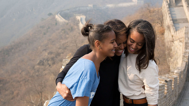 Obama + daughters